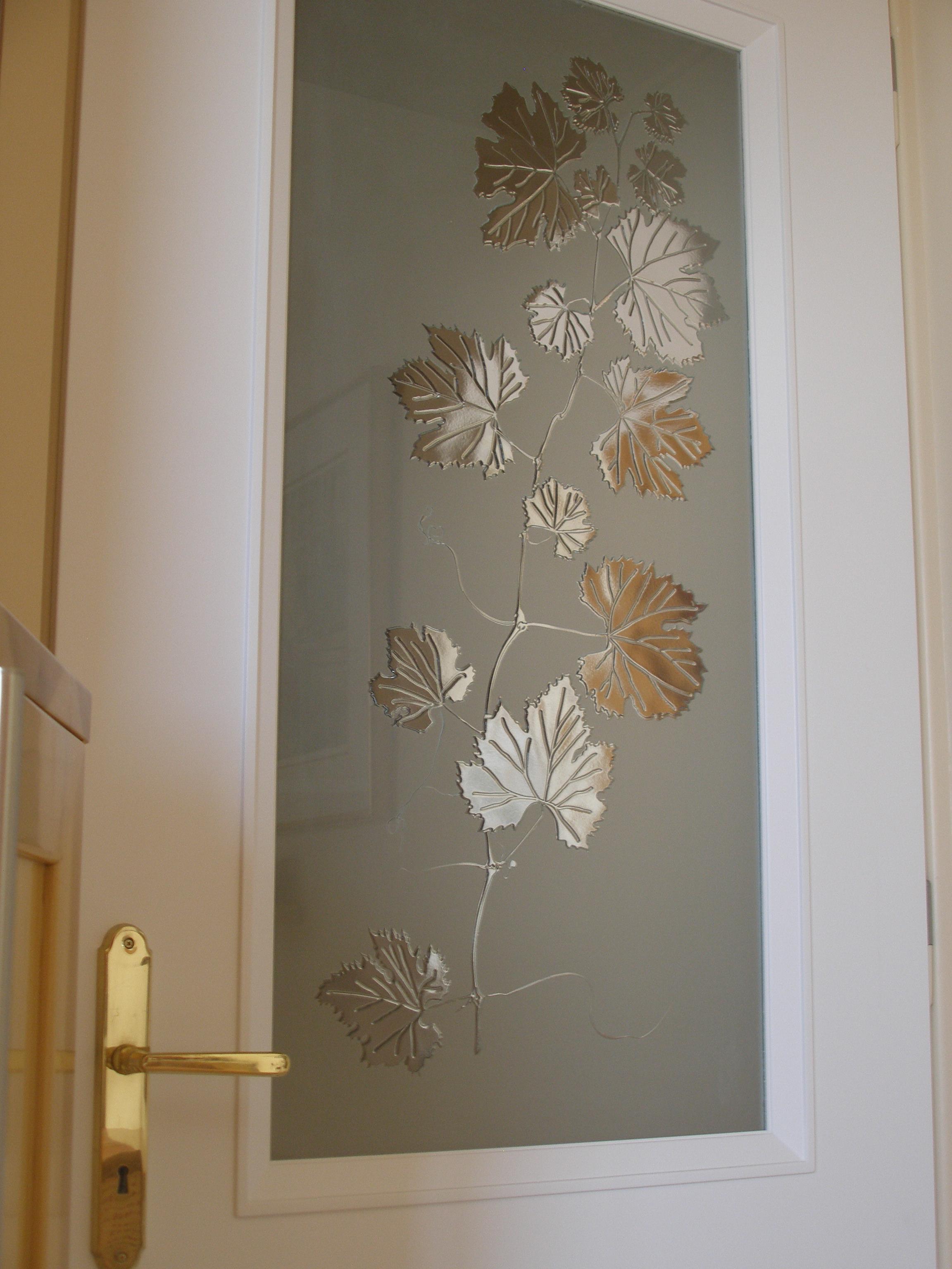 Σχέδιο σε ξύλινη πόρτα Νο 1