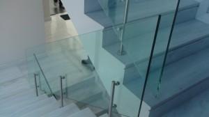 γυαλί σε σκάλα