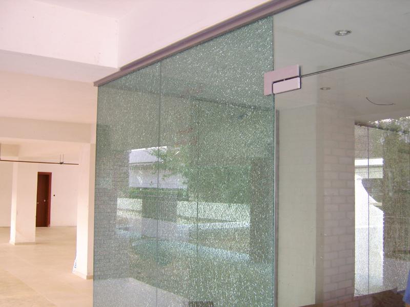 Πόρτα εισόδου με σχέδιο πλαϊνών κρυστάλλων