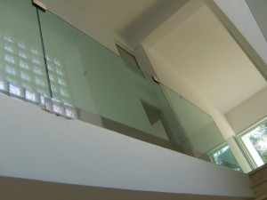 INTERIOR RAILING WITH GLASS PANELS