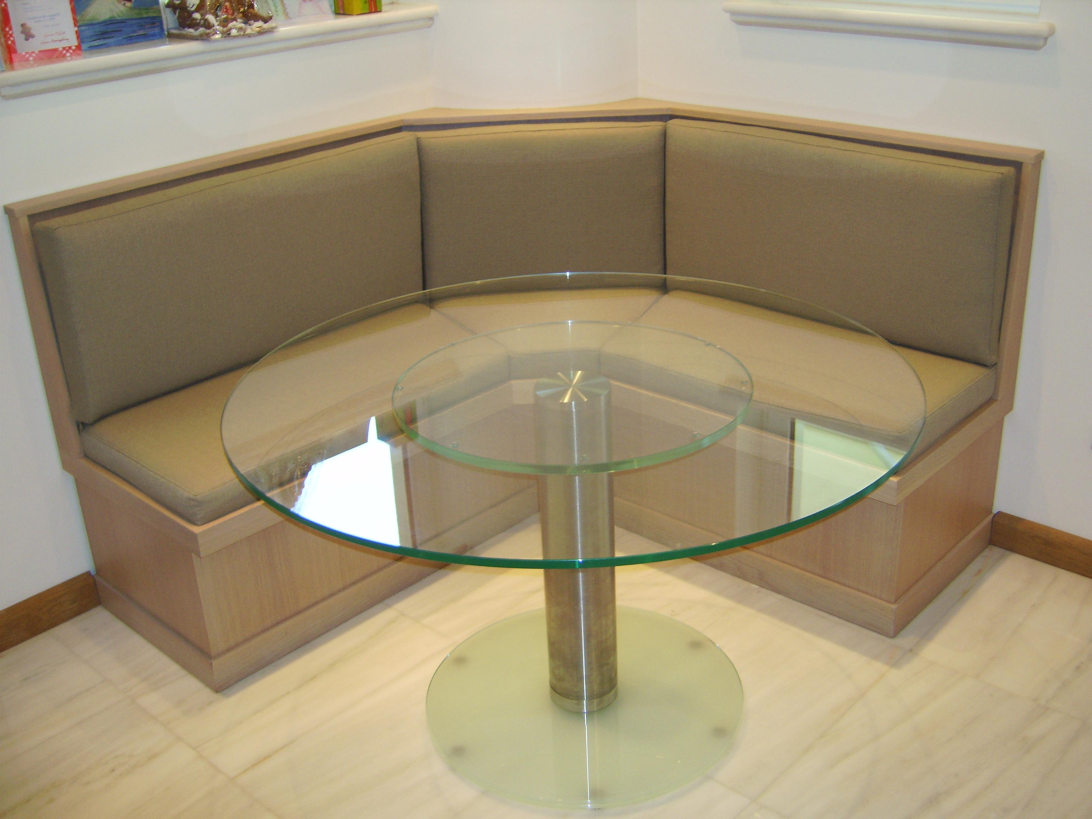 Κρυστάλλινο στρογγυλό τραπέζι