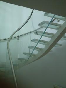 γυάλινα σκαλιά
