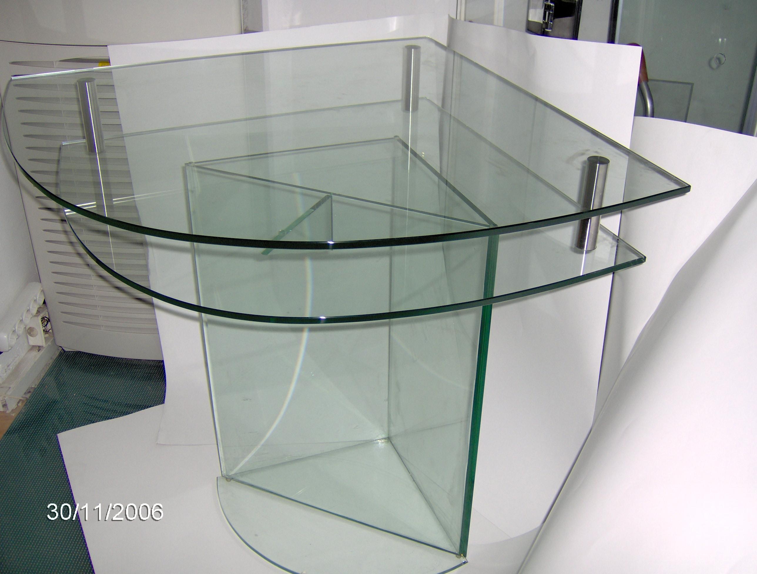 Γωνιακό κρυστάλλινο τραπέζι