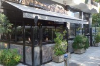 Sliding windbreak system ANEMOS with door *cafe stay*